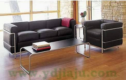 【不锈钢真皮家具】柯布西耶真皮沙发 Le Corbusier Sofa 场景图片2