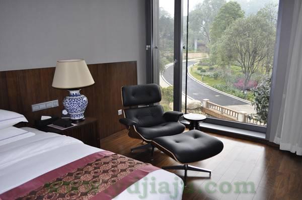 伊姆斯休闲椅(Eames Lounge Chair)