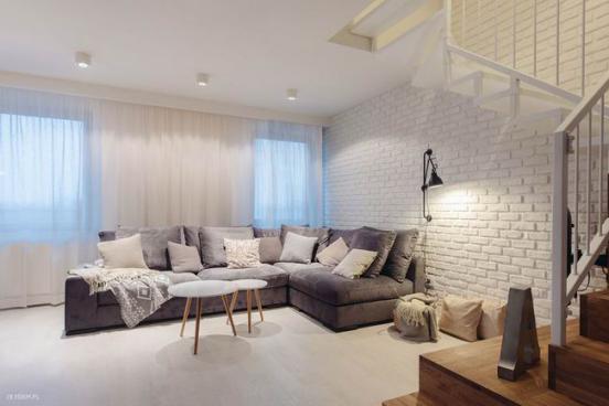 波兰的北欧风格装修案例,这个住宅是由当地一家设计公司的首席设计师