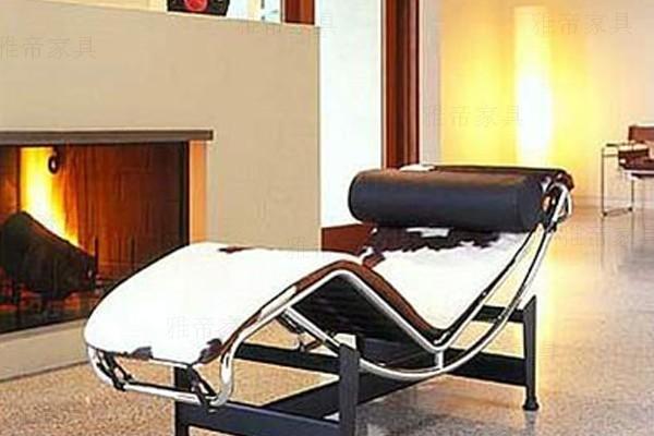 柯布西耶设计的躺椅(Chaise Longue chair LC4)