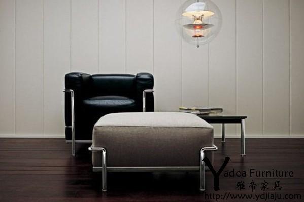 柯布西耶设计的真皮沙发(Le Corbusier Sofa)