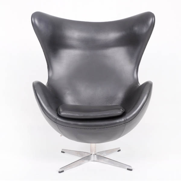 青皮蛋椅(Egg Chair In Black Aniline Leather)